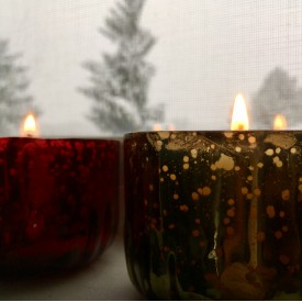 Red and green candles at day - photo print