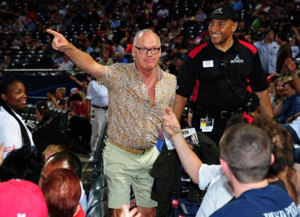 Michael Keaton confronts Andrew McCutchen heckler in Atlanta