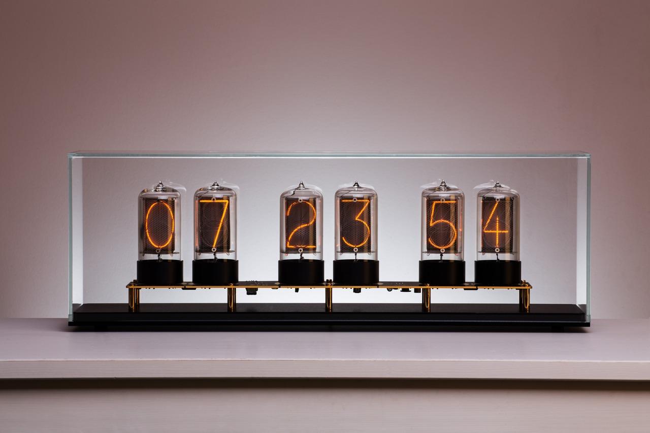 Zen Nixie Clock to make your heart swoon