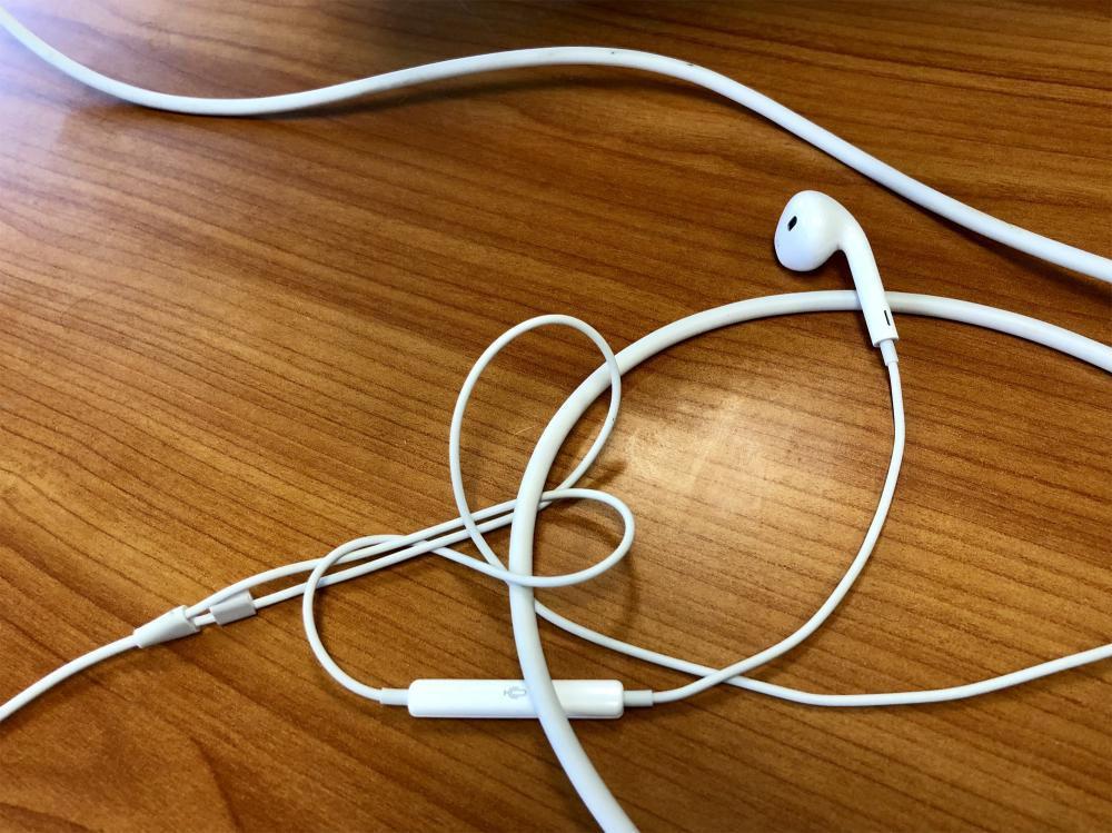 Tangled up earbuds