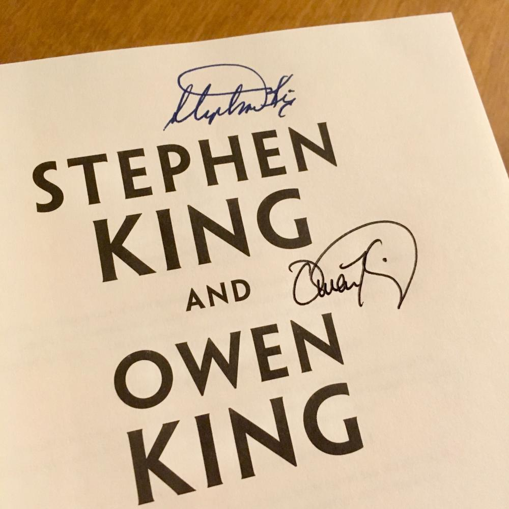 Stephen and Owen King in Naperville 2017 5 - autographs
